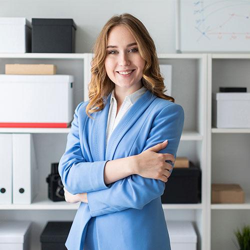 Közbeszerzési referens hölgy | Közbeszerzési referens tanfolyam