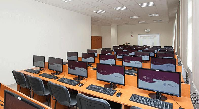 OKJ tanfolyamok cikk jól felszerelt számítógépterem