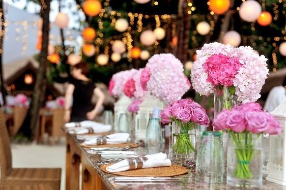 Rendezvényszervező cikk képek- virágos asztal