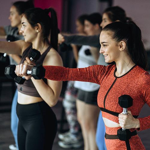 Fitness óra fitnessteremben